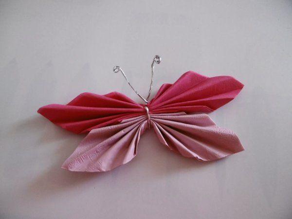 Un Papillon S Invite Dans Votre Assiette Pliage Serviette Papillon Pliage Serviette Papier Et Pliage Serviette