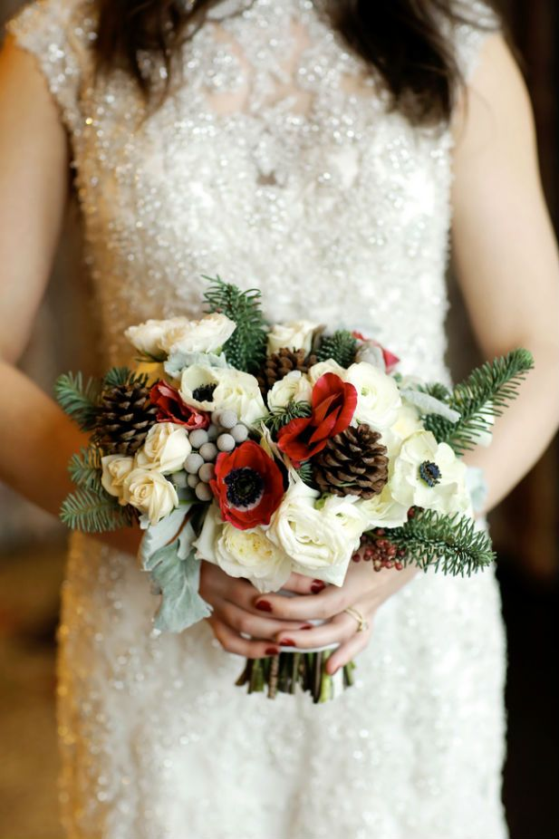 The perfect winter wedding bouquet (Photo by Logan Walker Photography)