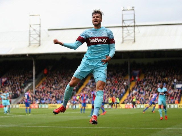 Carl Jenkinson to join West Ham United on loan for third time?