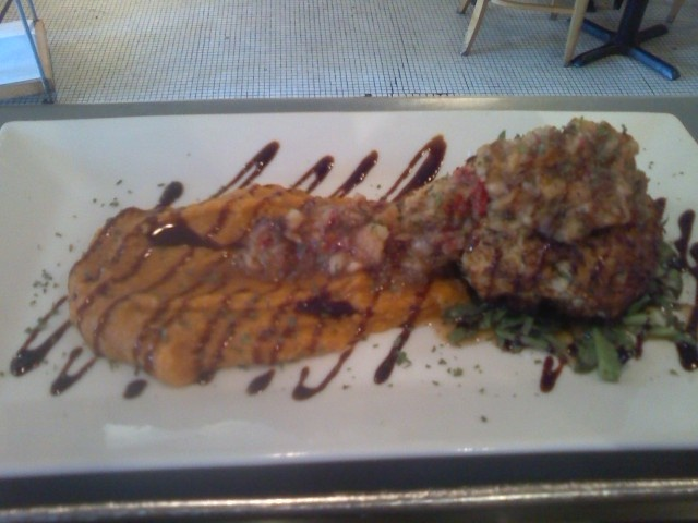 Crab cake, with mango salsa, puree of sweet potatoes w/balsamic glaze.