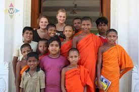 veel indonesies gezinnen vingen nederlandse kinderen op.