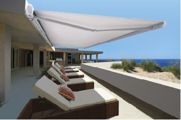 The LUXAFLEX® Garda Awning is a semi-cassette folding arm awning with a classic oval design that adds an elegant appearance to any Australian home. Perfect for west-facing walls as it provides comprehensive protection for windows while providing shade for outdoor entertaining, the curvaceous awning particularly suits modern architectural design shapes.