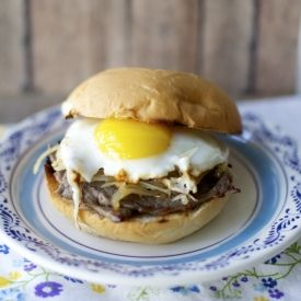 A traditional Chilean sandwich: a thin steak, sautéed onions, and a sunny side up egg. Heaven! Recipe in Spanish and English.