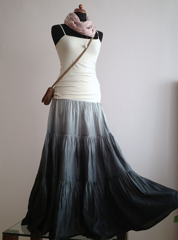 Tak trochu nenápadně :)...dlouhá hedvábná sukně