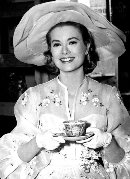 Grace Kelly behind the scenes of ''High Society'' (1956)