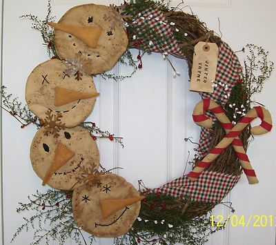 Christmas primitive crafts | Primitive Christmas Wreath                                                                                                                                                                                 More