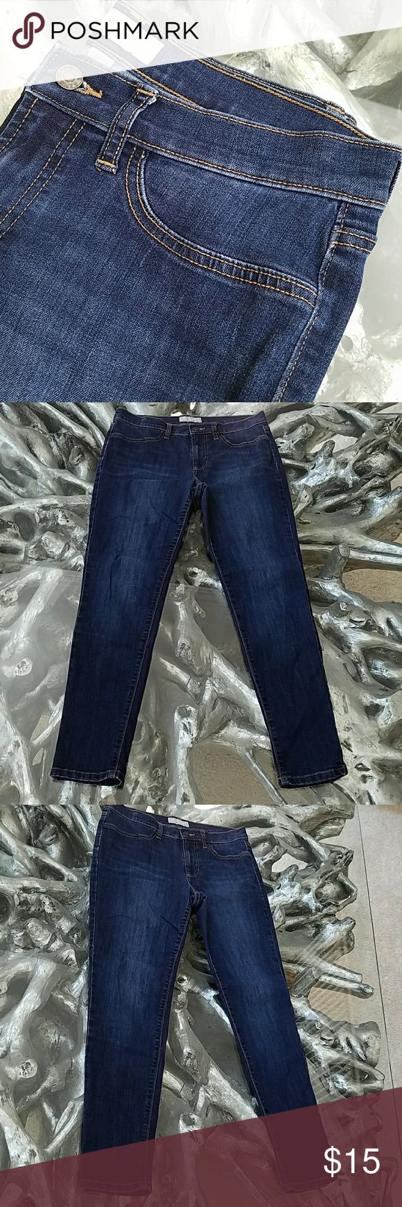 Banana Republic Legging Skinny Jeans - Size 10 Gently used, popular stretch style jeans from Banana Republic in great condition. Size 30/10.  This listing is for one pair of jeans. I have 4 pairs available. Banana Republic Jeans Skinny