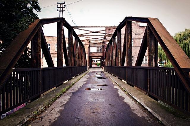 Most kratownicowy prowadzący na Wyspę Jaskółczą | Foto: Agnieszka Tylka