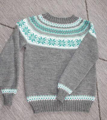 Så fikk endelig jeg også strikket en Nancygenser. Den er utrolig populær for tiden, og finnes i utallige fargesammensetninger.  Jeg har valg...