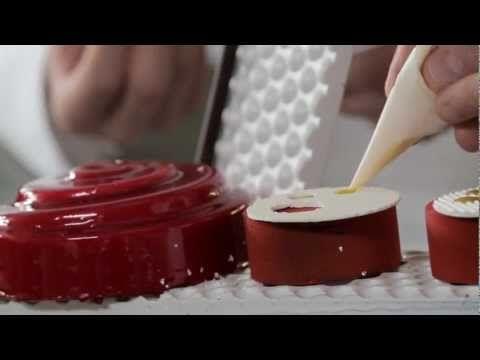 Petits gâteaux et pièces artistiques en chocolat avec P.BERTRAND et M.DI...