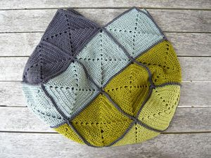 crocheted purse. this block style would make a beautiful colour block blanket.