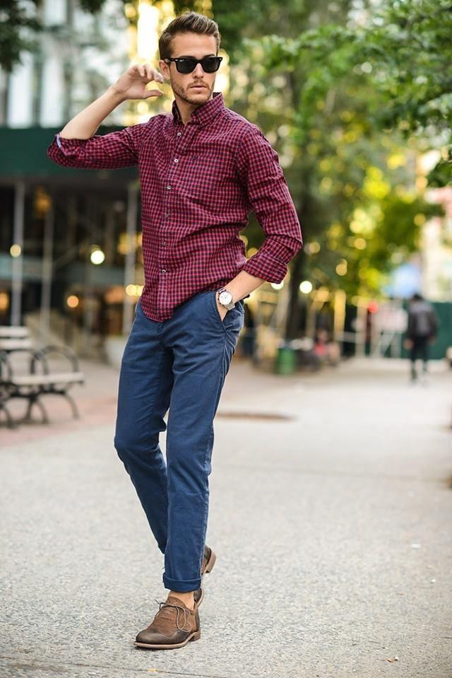 Camisa cuadros y jeans, una combinación ideal.