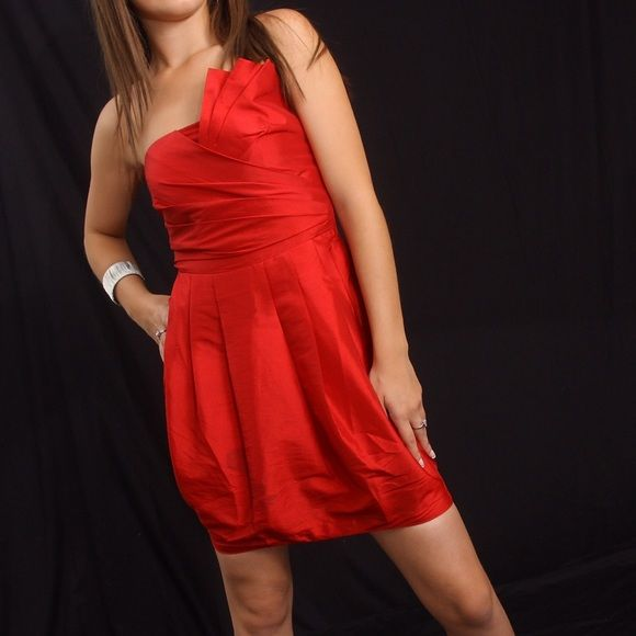 Forever 21 women's red dress! Forever 21 women's red dress size XS short, strapless, beautiful!!!!! Can be worn to a party, wedding, cocktail, girls night out or to a special event  Forever 21 Dresses Strapless