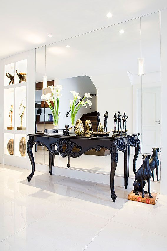 Foyer ideas. Mirror. Console. hall de entrada