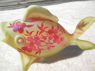 Gibson Cameo Rare FISH VASELINE & RED FLOWERS SGND 9 1/2'' X 5 7/8'' TALL MINT!