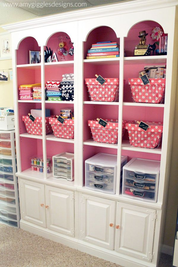 Love this small craft room! Her hutch is to die for! #craftroom