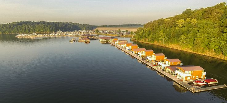 Rent a floating cabin at the Green River Lake State Park in Campbellsville, Kentucky.