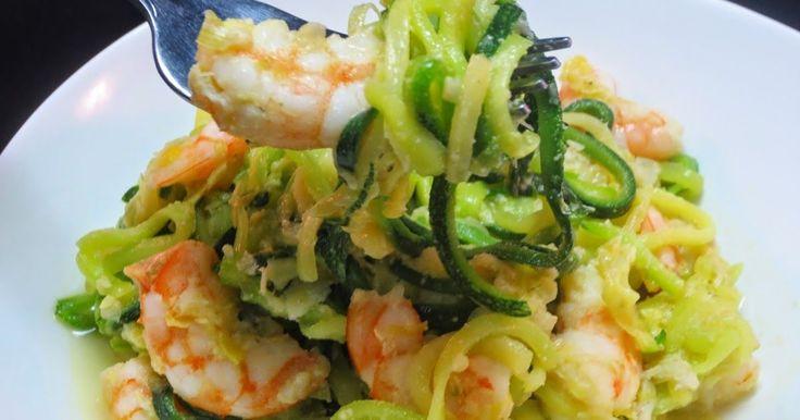 Espaguetis de calabacín con puerro y langostinos , un plato sencillísimo y sano, la idea de los espaguetis me la dieron en mi grupo Juanea...