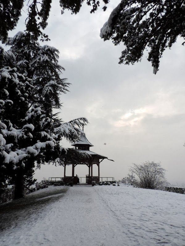 The Girl from Fairyland: Neu! #chinese #pavilion #nature #snow #mountain #winter #photography #blackandwhite #b&w