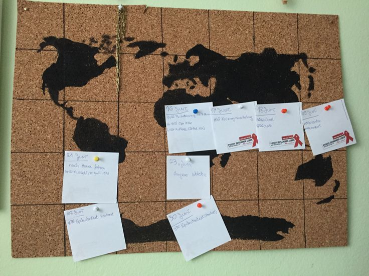 Anleitung für Weltkartenkalender (1 Monat):  Einfache eine Weltkarte auf eine Korkplatte zeichnen. Dann diese in die nötige Größe für den Monat einteilen (5 Wochen, 7 Tage). Die Notizzettel können mit Pinnwandnadeln oder Reiszwecken befestigt werden.  Am besten ist es, wenn ihr eine etwas dickere Korkplatte verwendet.  Außerdem solltet ihr den ersten Tag des Monats markieren, damit das ganze etwas übersichtlicher wird.  Viel Spaß beim nachmachen :)