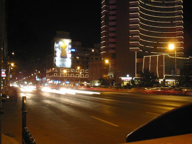 Bucharest_at_night.jpg