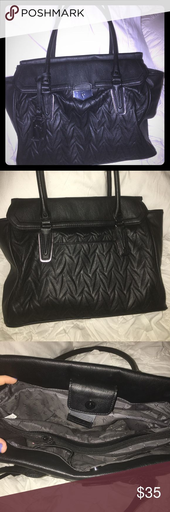 Simply Vera Wang Purse Like New! Only used 3/4 times. Loads of pockets. Small laptop or a tablet fits easily inside! Longer handles, so it carries well! Simply Vera Vera Wang Bags Satchels