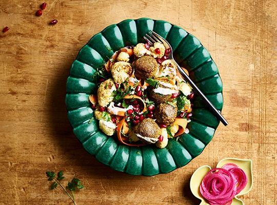 Kikärtsbollar med ugnsbakad blomkål och tahiniyoghurt - Risenta