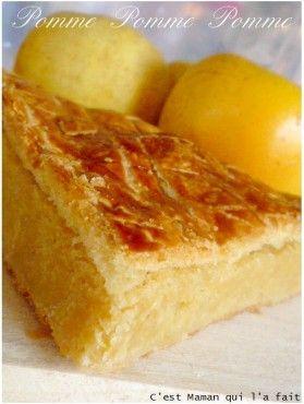 galette des rois à la creme de pomme et amande par: on ne sent pas assez la pomme et un peu sèche la creme: tester avec moins de poudre d'amande