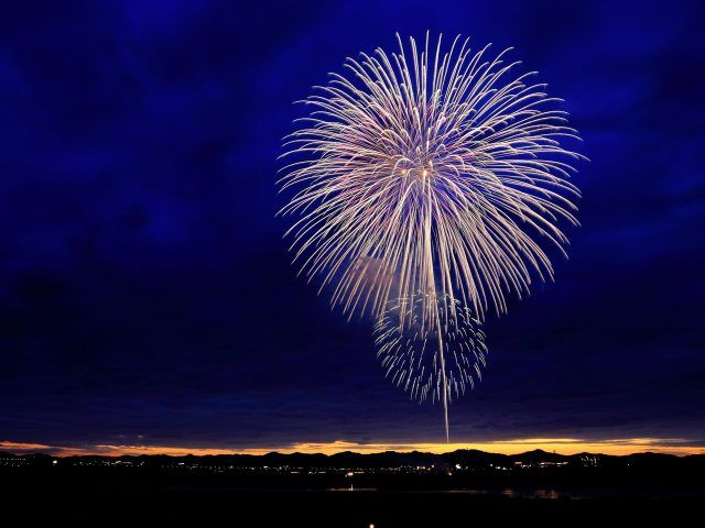 Where to Find the Best 4th of July Fireworks Displays in Maryland and Virginia http://ift.tt/290hYes   Its almost here! The Fourth of July is upon us and what better way to celebrate than taking the kiddies out of the apartment to your local park or venue to observe the fireworks. Of course I recommend everyone visit the fireworks on the Mall at least once in your life but there are so many other less stressful options in the area that will probably allow you to avoid that ugly metro ride…