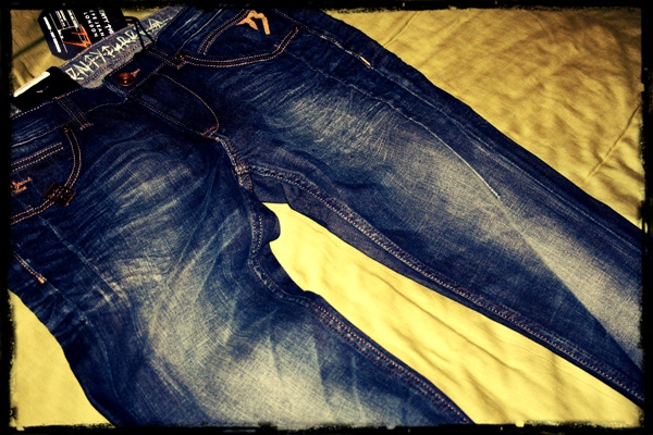 To win these jeans, simply follow us and re-pin. Edit: The winner is Lionel Pinto!