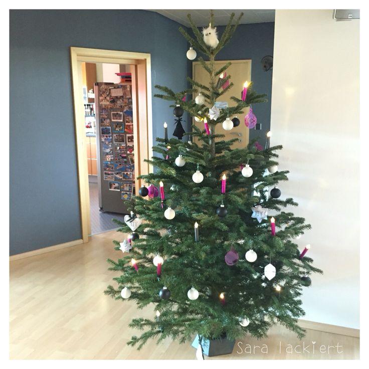 Weihnachtsbaum 2015  Christmas tree 2015 #christmas #weihnachten #weihnachtsbaum #nordmanntanne #interior #zuhause #living #homeinspiration #inspiration #christmastree