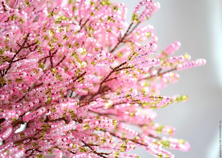 Почище снега, проблеском весны,<br />  чуть розовато-белым расцветая.<br />  Под небом сакура, далекой стороны,<br />  цветет рассветы... Смотрите больше коллекций на портале Ярмарка Мастеров.