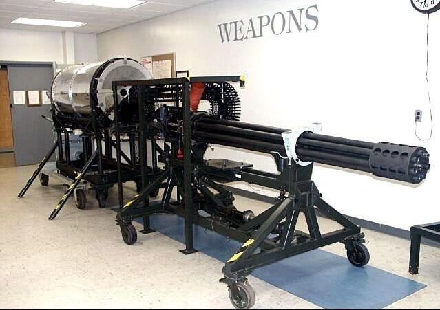 OK, folks. This is a gun. We are gonna build an airplane to carry it to the enemy. May God have mercy on their souls. The A-10 Warthog main gun will NOT!