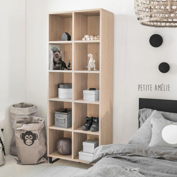De ideale boekenkast voor iedere tiener! Bekijk deze boekenkast uit de Simple Noir collectie en onze andere boekenkasten online!
