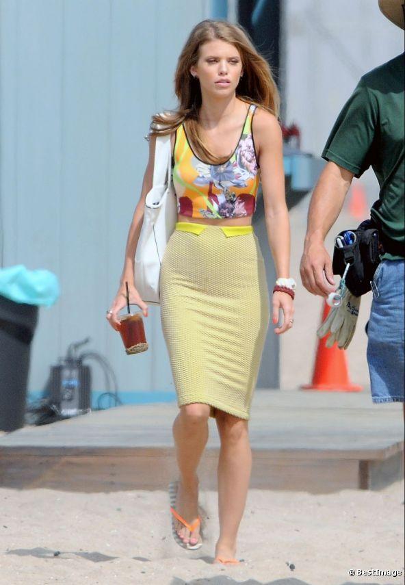 """AnnaLynne McCord, sur le tournage de la saison 5 de la série """"90210 : Beverly Hills Nouvelle Génération"""", à Los Angeles."""