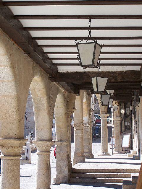 Los soportales de la Plaza Mayor de Trujillo.