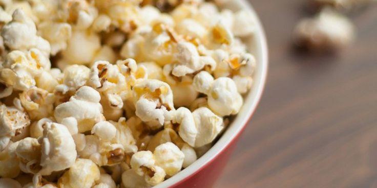 Popcorn is altijd een goed idee. Kijk verder dan zoet en zout. Met chocolade, karamel of pizzakruiden maak je de gepofte maïs funky. We hebben 5 vers...