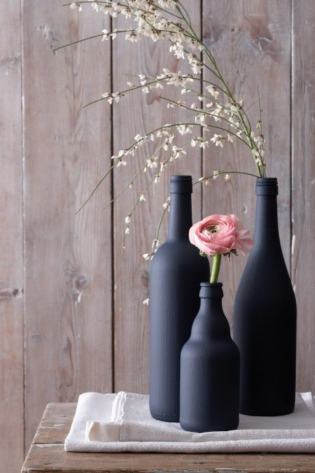 Bottles painted with chalkboard paint.  It comes in spray paint too.  Quick accessories!