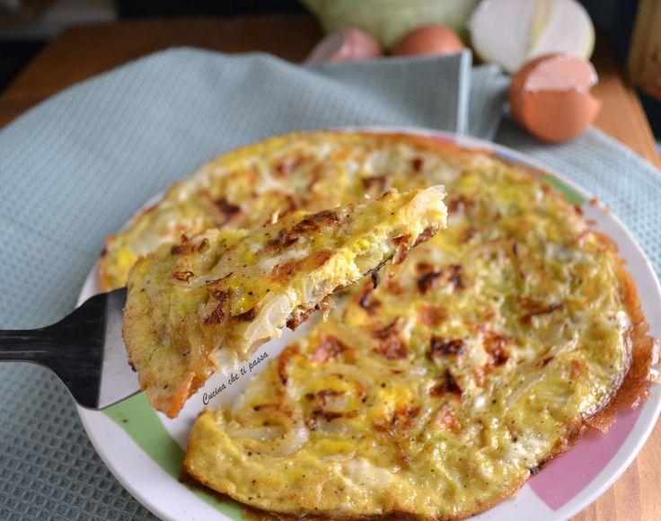 Frittata con la verza e cipolla perfetta coma antipasto o come contorno. Pochi semplici ingredienti per un piatto sano e ricco di vitamine da non perdere!