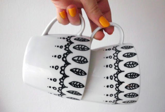 Free Painted Mugs Tutorial - Super cute!