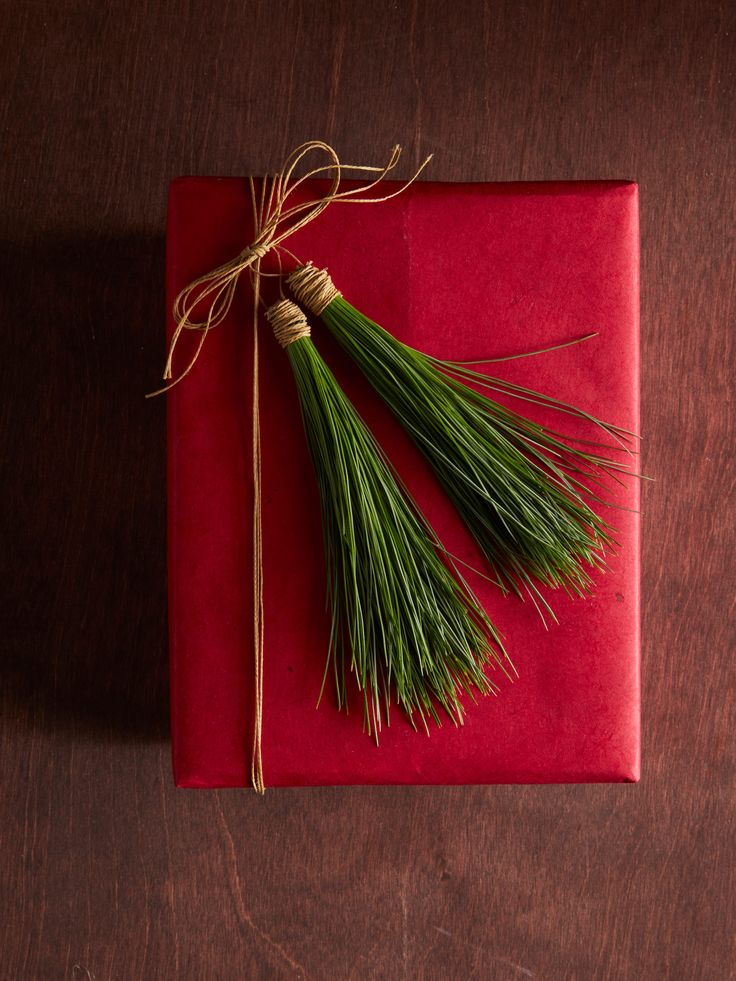 Red wrap/pine needles/twine