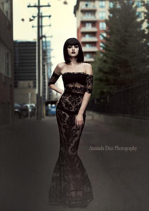 Photography: Amanda Diaz. Dress: Melany Rowe