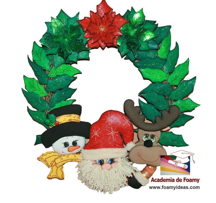 Christmas wreath with Santa Claus, reindeer and a snowman, made from EVA foam. Corona navideña con Papá Noel, hombre de nieve y con un reno. Hecho de foamy (o goma EVA). http://www.foamyideas.com/academia