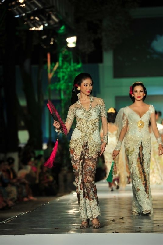 Kebaya putih akad.. Indonesia's wedding dress