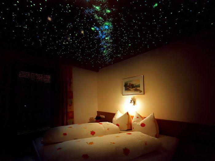 einen sehr schönen sternenhimmel selber bauen - schlafzimmer - sternenhimmel im schlafzimmer