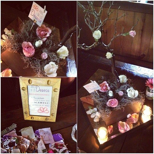 Un romántico árbol de los deseos el que se creó para el día de hoy. Yeimy Carlos  #weddingdecoration #boda #decoracion #vintage #love #amor #photooftheday #flores #flowers #crafts #decolores #caracas #novia #bride #fiesta #picoftheday #venezuela #instabride  #hechoamano #creativo #instalove #instagood #instamood #centrosdemesa #centerpieces #sign #chalkboard #pizarra #message #Padgram
