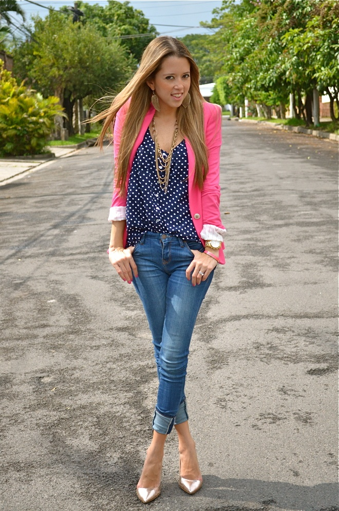 dots, pink blazer, gold shoes - great outfit.