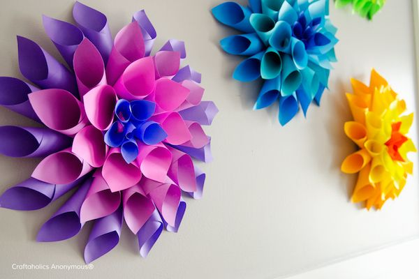 We're blown away by these stunning rainbow paper dahlia flower crafts at Craftaholics Anonymous