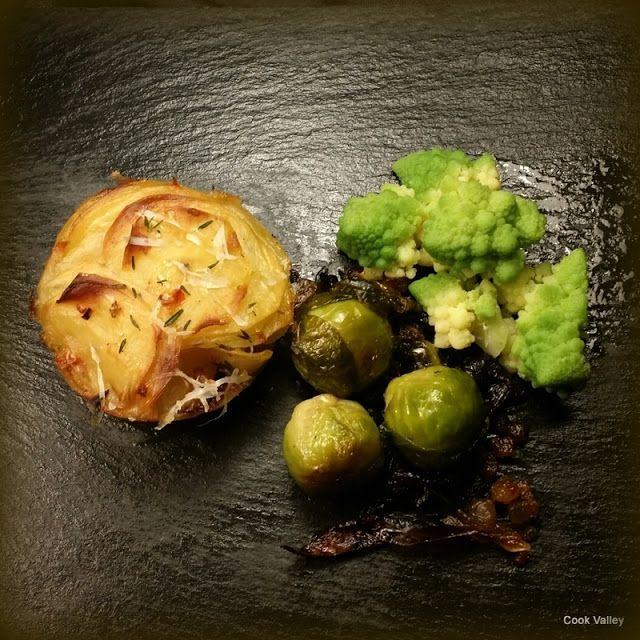 cookvalley - tanker om mad: Kartoffelstabel og stegte rosenkål med røget spæk, smør og timian. http://cookvalley.blogspot.dk/2016/10/kartoffelstabel-og-stegte-rosenkal-med.html