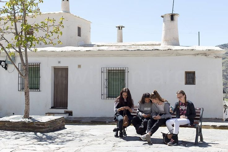 De Spaanse kinderen wijken in niets af van de Hollandse... #willemlaros.nl #flickr #photography #travelphotography #traveller #canon #snpnatuurreizen #canon_photos #fotoreis #travelblog #reizen #reisjournalist #travelwriter#fotoworkshop #reisfotografie #landschapsfotografie #follow #alpujarras #capileira #granada #spanje #fb